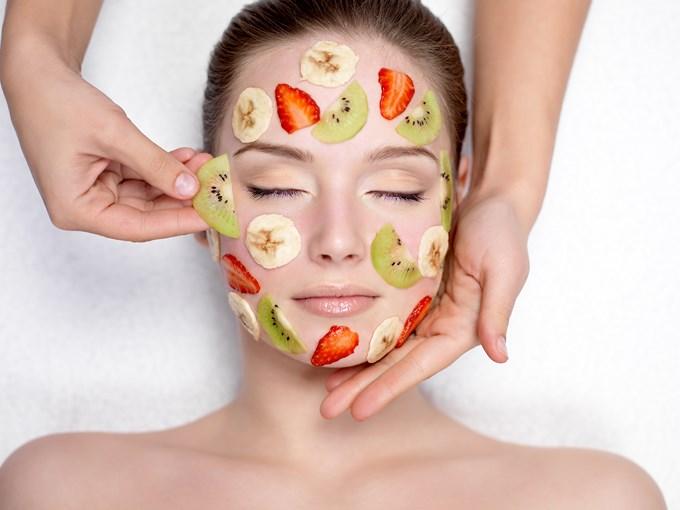 Mettez des fruits sur votre peau
