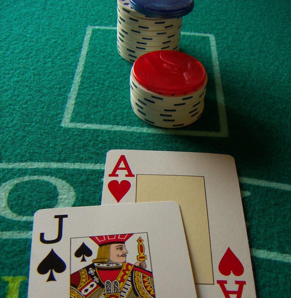 Blackjack, opter pour un établissement virtuel