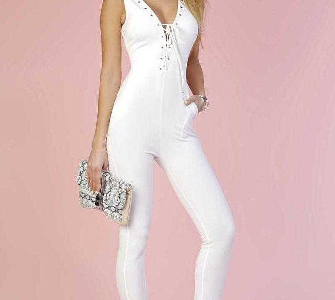 Combinaison blanche, la porter en évitant les erreurs de style